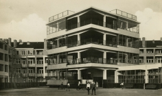 Iwao Yamawaki - Amsterdam-Z. Openiuchtschool i.d. Cliostraat, c.1930 - Howard Greenberg Gallery