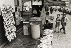 Morris Engel - NY Newstand, 1940s - Howard Greenberg Gallery