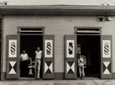 Jack Delano - Barber shop in Bayamon, 1941 - Howard Greenberg Gallery
