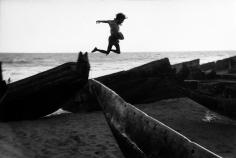 Martine Franck - The beach at Puri, Orissa, India, 1980 - Howard Greenberg Gallery