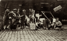 Jessie Tarbox Beals - Children of the New York City Slums, 1910 - Howard Greenberg Gallery