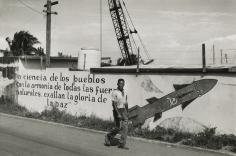 Marc Riboud - La Havanne, Cuba, 1963 - Howard Greenberg Gallery