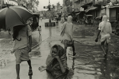 William Gedney - Benares, India, c.1969 - Howard Greenberg Gallery