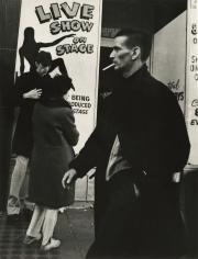 Leon Levinstein - Untitled, c.1968 - Howard Greenberg Gallery