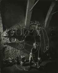 "Gjon Mili - Pablo Picasso ""painting"" with light at the Madoura Pottery, Vallauris, France, 1949 - Howard Greenberg Gallery"