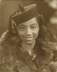 James Van Der Zee - Lady with Large Fur Collar, 1939 - Howard Greenberg Gallery