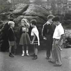 Vivian Maier - Untitled, 1954 - Howard Greenberg Gallery