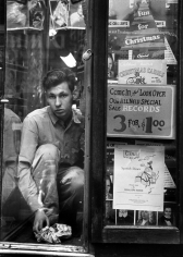 Sy Kattelson - Boy in Record Store Window, 1949 - Howard Greenberg Gallery