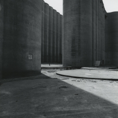 Frank Gohlke: Grain Elevators Howard Greenberg Gallery 2016