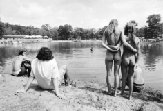 Jean-Pierre Laffont, Powder Ridge Naked women by the lake, Turbulent America, Sous Les Etoiles Gallery