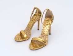 Hans-Peter Feldmann, Golden Shoes with Pins