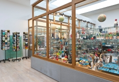 Hans-Peter Feldmann, Installation view: Laden 1975-2015, Lenbachhaus, Munich, 2015