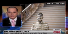 "CNN World Report | Liu Bolin ""Disappears"" in New York"