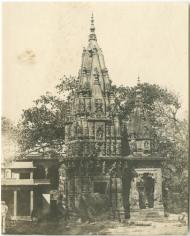 Temple hindou moderne- mirzapour sur le gange- pres Benaras