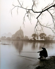 Don Hong Oai, Waiting, Guilin, 1984, sepia-toned gelatin silver print, 11 x 14 inches. © Don Hong Oai