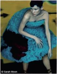Sveta pour Hussein Chalayan, 2000, 29-1/8 x 22-1/2 Color Carbon Photograph, Ed. 15