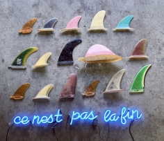 Hannah Cutts  This is not the end, 2020  Neon, vintage surf fins