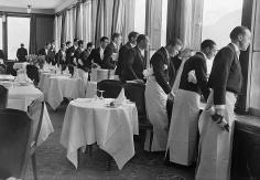 Alfred Eisenstaedt, Waiters watching Sonia Henie skate, St. Moritz, 1932