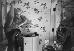 Ed Feingersh,  Marilyn Monroe at her mirror, 1954
