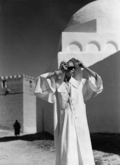 Louise Dahl-Wolfe, Natalie in Grès Coat, Kairouan, 1950