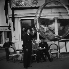 Melvin Sokolsky, Bar du Flick, Paris, 1963