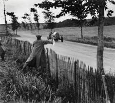 Jacques-Henri Lartigue, Grand Prix of the A.C.F., the great racing driver Nazzaro signals Wagner to accelerate, June 26, 1912