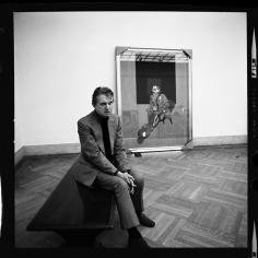 Harry Benson, Francis Bacon at the Met, New York, 1975