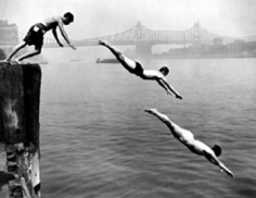 Arthur Leipzig, Divers, East River, 1948