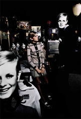 Melvin Sokolsky, Twiggy, Bar, New York 1967