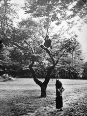 Daniel Kramer, Bob Dylan Sitting in Tree with Child Watching, Woodstock, New York, 1964