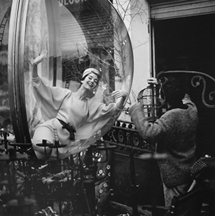 Melvin Sokolsky, Birdcage (Laugh), Paris, 1963