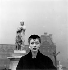 Louise Dahl-Wolfe, Suzy Parker in Dior hat, Tuleries, Paris, 1950