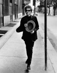 Daniel Kramer, Bob Dylan Walking with Top Hat, Philadelphia, 1964