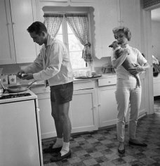 Sid Avery, Paul Newman and Joanne Woodward in their Beverly Hills home, 1958