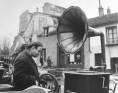 Robert Doisneau, La Musique des Puces, 1944