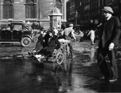 Robert Doisneau, Les Filles au Diable, 1933