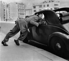Robert Doisneau, Courtoisie et Simcas, 1948