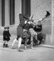 Robert Doisneau, Les Pieds au Mur, 1934
