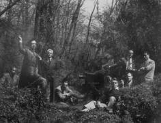 Irving Penn, Balkin, Cecil Beaton, George Platt Lynes, Joffé, Dorian Leigh, Horst, Irving Penn, John Rawlings and Erwin Blumenfeld photographed at Horst's Locust Valley Estate in New York, 1946