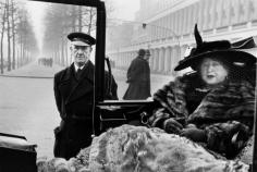 Inge Morath, Eveleigh Nash at Buckingham Palace Mall, London, 1953