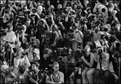 Arthur Elgort, Photographers before the Louis Vuitton Fashion Show, Paris, 2003