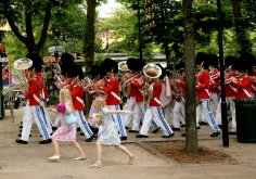 Harry Benson, Marching Band in Tivoli Gardens, Copenhagen, 2006