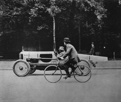 Jacques-Henri Lartigue, La Singer de Course, Bunny III, Paris, 1912
