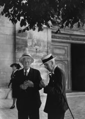Robert Doisneau, Sortie de la Messe a Sceaux, 1945