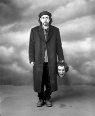 Mary Ellen Mark, Tim Burton with a severed head prop,  Sleepy Hollow, Shepperton Studios, England, 1999