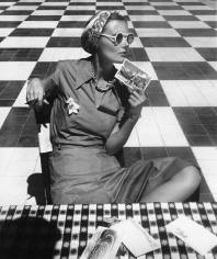 Louise Dahl-Wolfe, Mary Sykes with Postcards, Puerto Rico, 1938