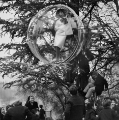 Melvin Sokolsky, School Yard Sky Watch, Paris, 1963
