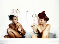 Ellen von Unwerth, Bathtub, Naomi Campbell and Kate Moss, VOGUE, 1996