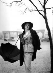Norman Parkinson, Hyde Park Corner, Wenda Parkinson in a Hardy Amies Suit near Rotten Row, VOGUE, 1951