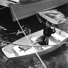 Louise Dahl-Wolfe, Lisa in the boat, 1955